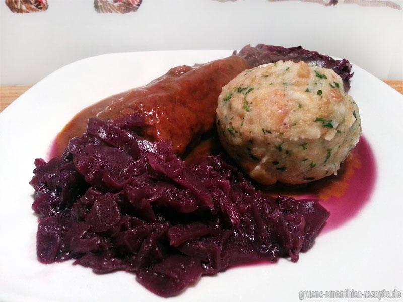 Vegane Rouladen mit Rotkohl und Semmelknödel