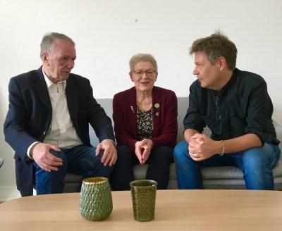 Antonia Schwarz und Bernd Gosau mit Robert Habeck