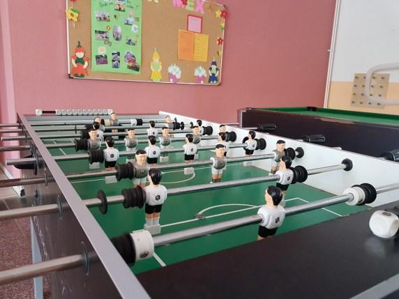 Tischkicker und Billiardtisch