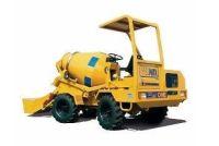 CARMIX ONE Potencia 50 CV Peso de 2800 Kg Capacidad tolva 1400 l Producción 1 m3 por amasada Velocidad de trabajo 7 km/h Velocidad de desplazamiento 14 km/h Pendiente superable 30%
