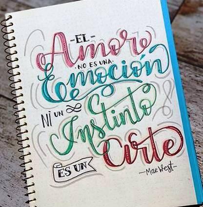 Letras pintadas en un cuaderno