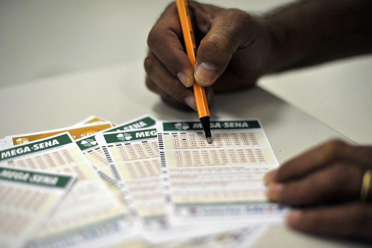 Jogo da Mega-Sena pode pagar R$ 3 milhões neste sábado