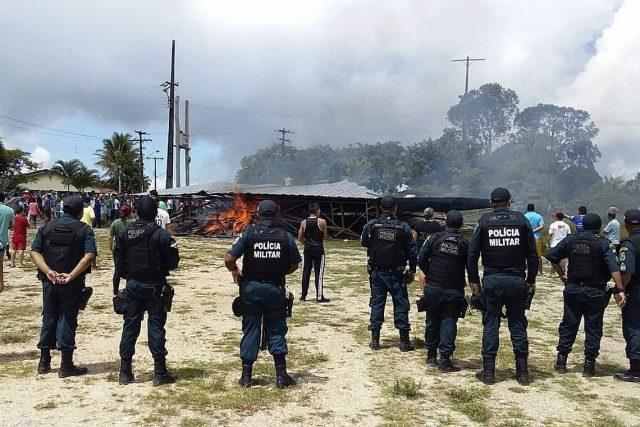 Venezuelanos são expulsos por moradores de Pacaraima após comerciante ser assaltado