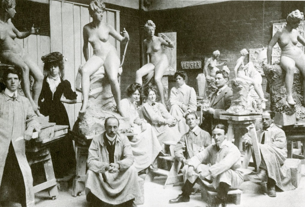 GSA tutor William Reid Dick (seated) with students in the GSA (Archive reference: GSAA/P/1/497)