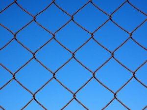 How to Handle Chain Link Fence Rust