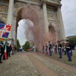 passaggio tricolore sotto Arco della Pace