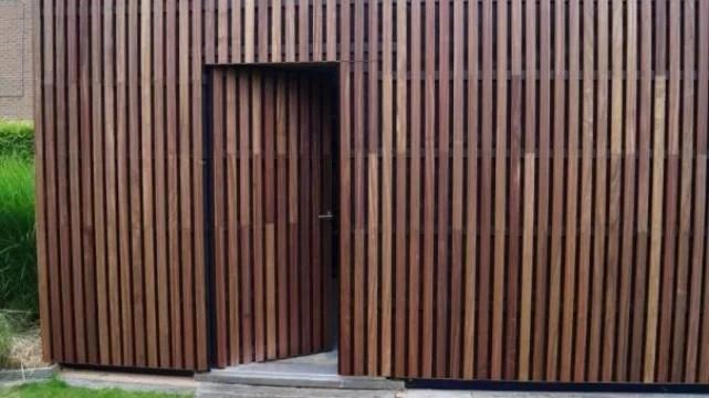 Ecologische en duurzame deur met behulp van gevelbekleding