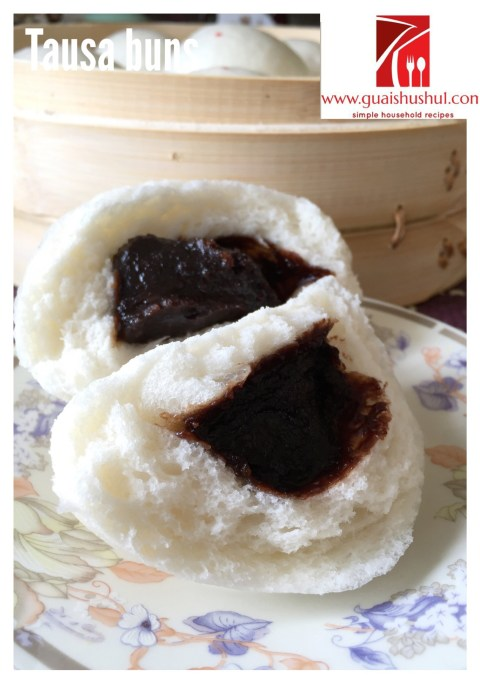 Chinese Steamed Buns With Red Bean Paste aka Tausa buns (豆沙包)