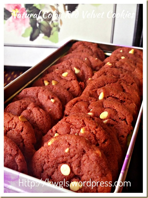 Don't Worried, I Am Using Natural Colour To Prepare These Cookies–Red Velvet White Chocolate Chips Cookies (天然红色天鹅绒饼干)