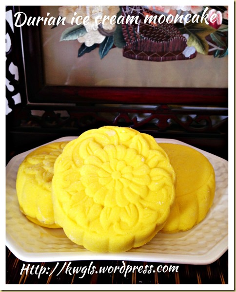 Durian Ice Cream Snowskin Mooncake (冰皮榴莲月饼)