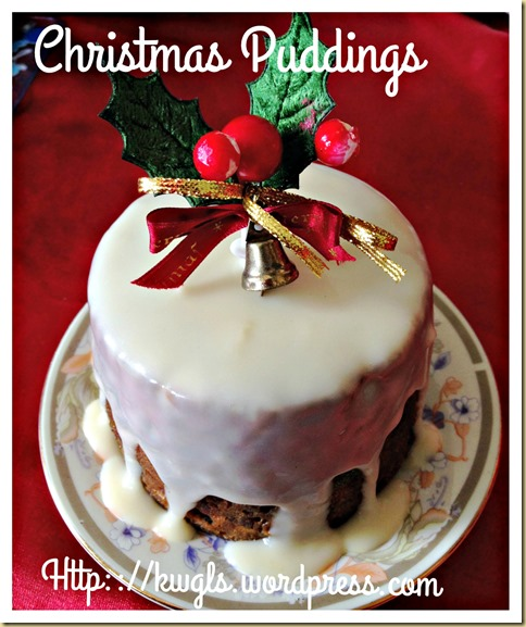 Quick And Easy Christmas Puddings With Brandy Sauce (圣诞布丁)