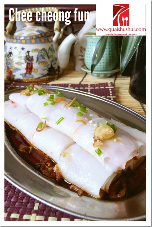 Chinese Rice Noodle Roll aka Chee Cheong Fun (猪肠粉)