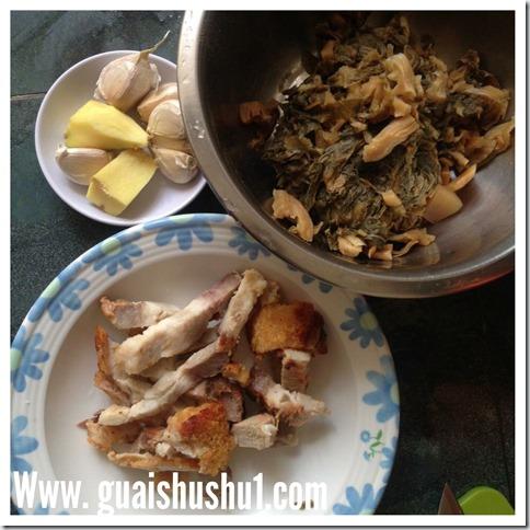 Chinese Style Braised Pork Knuckles (中式焖蹄膀)