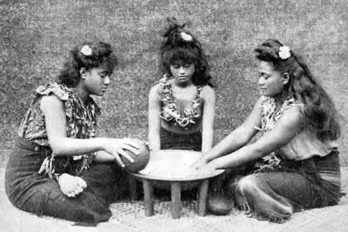 Samoan girls making ava, 1909. Source: My trip to Samoa, by Bartlett Tripp, 1911.