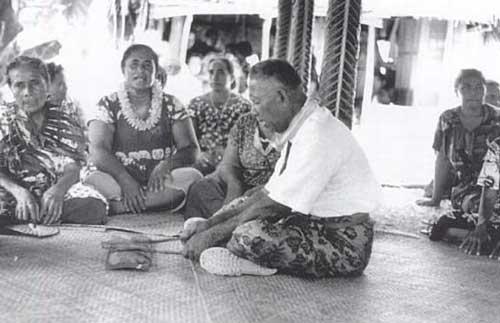 The papa (sounding board) being played for singers in Nukunonu, Tokelau (1967). Photo by Judith Huntsman.