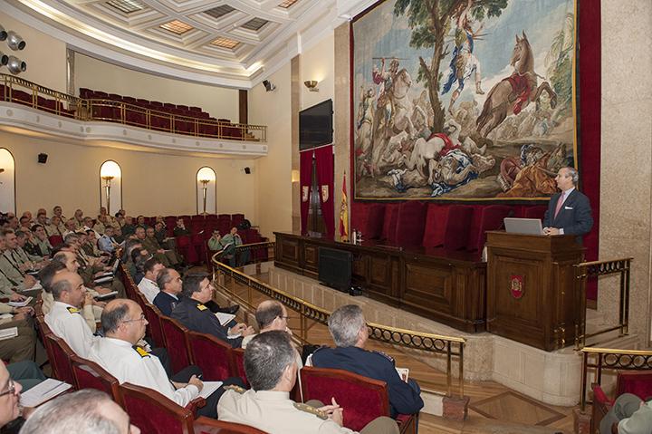 El Director General imparte una Conferencia sobre la Guardia Civil en el Ceseden