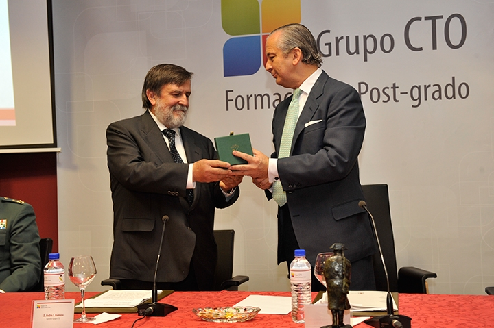 El Director General de la Guardia Civil hace entrega de los títulos de Postgrado impartidos por CTO a agentes de la Guardia Civil