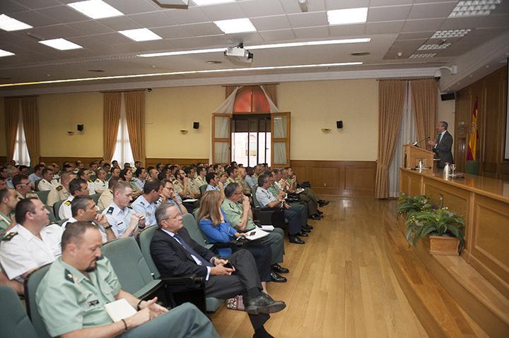 El Director General imparte una conferencia sobre la Guardia Civil en el XVI Curso de Estado Mayor de las Fuerzas Armadas