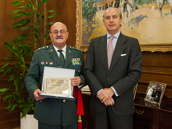 El Director General de la Guardia Civil recibe en audiencia al General de División Félix Hernando Martín