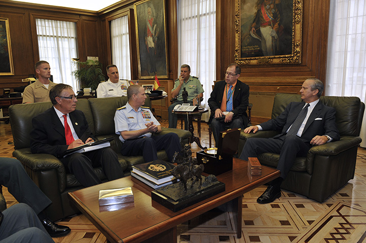 El Director General de la Guardia Civil recibe al Director del JIATF-S, el Contralmirante Christopher J. Tomney