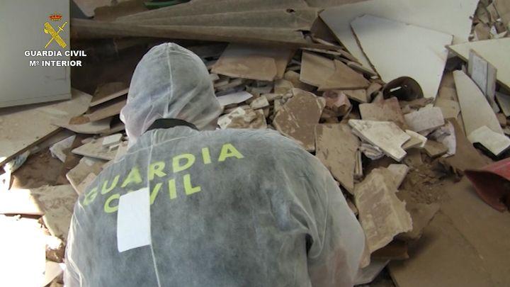 Imputadas 39 personas por manipular materiales con amianto de una empresa azulejera que se encontraba cerrada