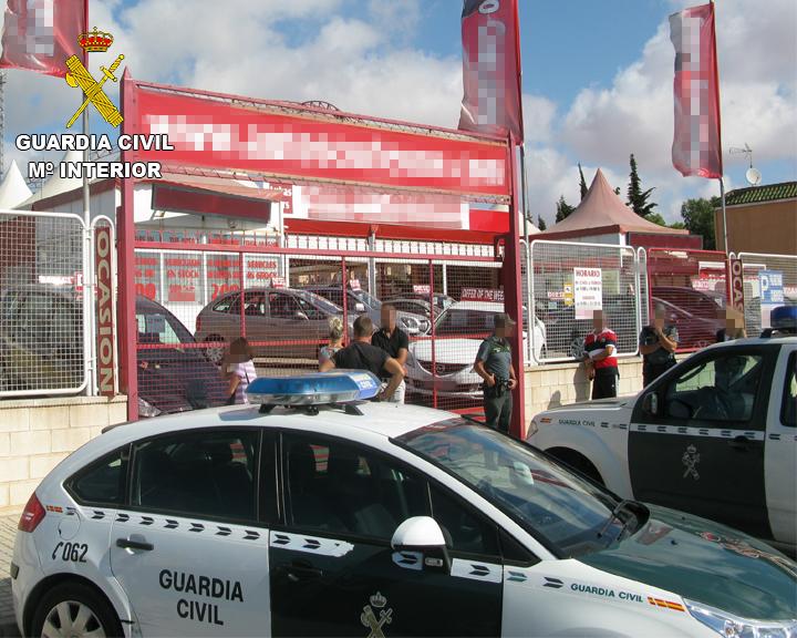 La Guardia Civil desarticula una organización delictiva que comercializaba vehículos con los cuentakilómetros manipulados