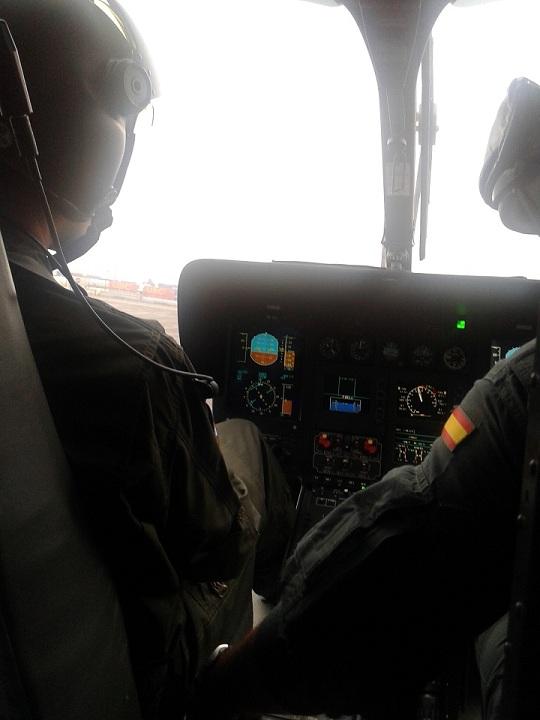 La Guardia Civil y Vigilancia Aduanera realizan un simulacro conjunto en El Abra y la playa de La Arena en Bizkaia.