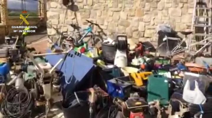 La Guardia Civil detiene a un vecino de Lebrija (Sevilla) que llevaba cuatro años robando efectos sólo para acumularlos en trasteros