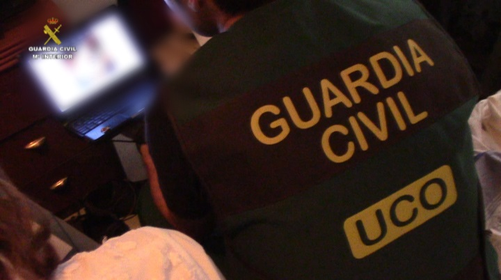 La Guardia Civil detiene a 26 integrantes de una red de pornografía infantil a través de Internet