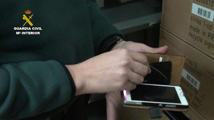 La Guardia Civil interviene en un almacén cerca de 3.000 armas prohibidas