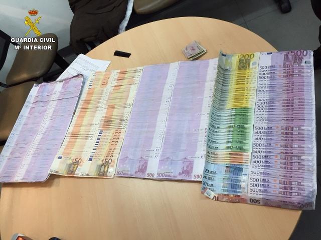 Desmantelada una red internacional de blanqueo de dinero que utilizaba auxiliares de vuelo para su traslado entre España y Colombia