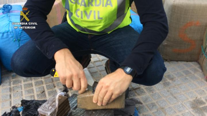 La Guardia Civil desarticula una organización internacional especializada en asaltos violentos a narcotraficantes