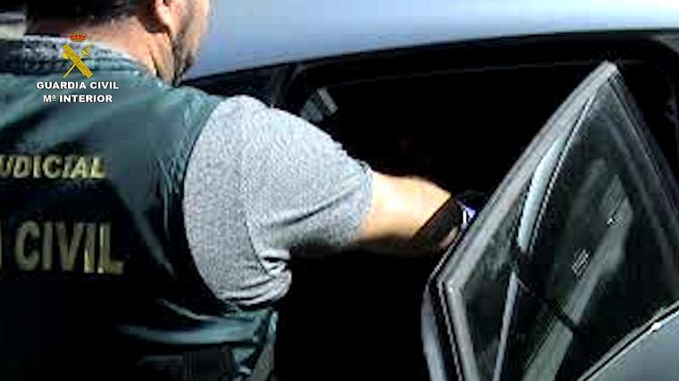 """La Guardia Civil desarticula un grupo organizado dedicado a cometer robos con el método """"policía ful"""""""