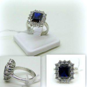 Anello contorno pietra blu taglio smeraldo in argento 925