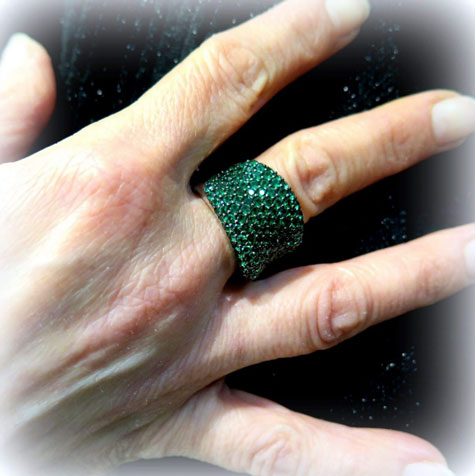 Anello in argento pietre verdi