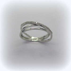 anello fantasia in oro bianco 18 ct e diamanti