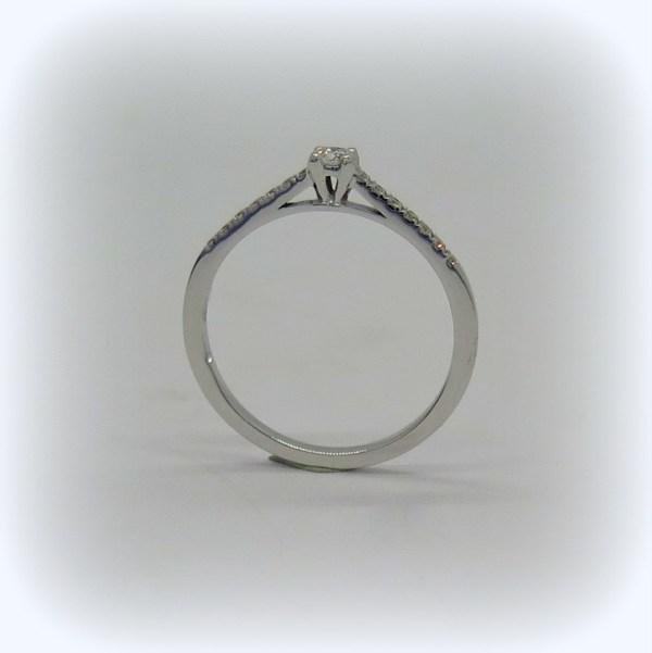 anello solitario in oro diamanti