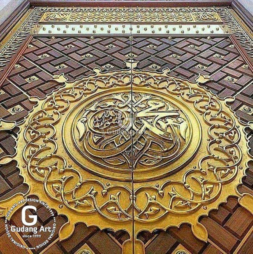 Keindahan arsitektur replika pintu nabawi