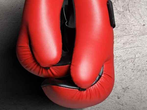 Luvas de boxe vermelhas.
