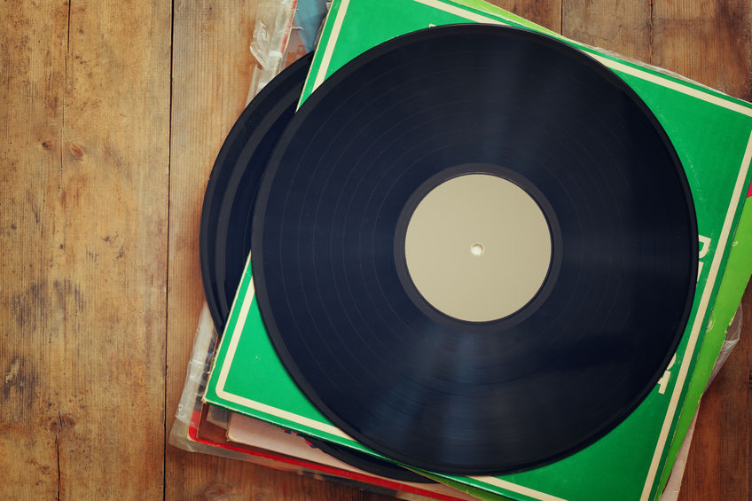 discos de vinil empilhados