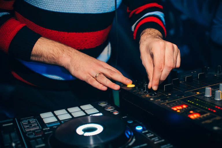 Dj mixing on a party