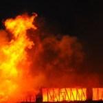 Incêndio atinge depósito de mercado em Ceilândia, no DF