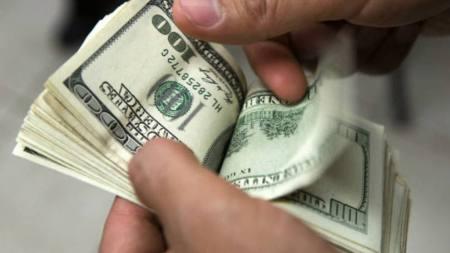 Notas de dólar: Moeda deve continuar a subir por conta do ambiente econômico mais fraco e incertezas políticas