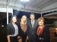 Mayara, Vanessa, Embaixador Ibraim, Luzia Câmara, foram da abraço no casal, da Argélia.