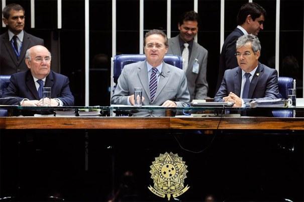 Três dos atuais membros da Mesa: o primeiro-secretário Flexa Ribeiro, o presidente Renan Calheiros e o primeiro-vice-presidente Jorge Viana - Foto: Marcos Oliveira/Agência Senado