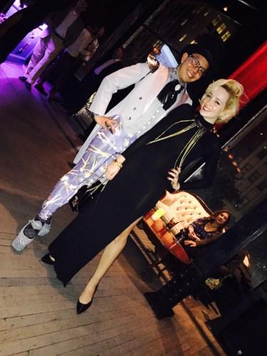 Os fashionistas Michael Dom Lao e Angelica Ferrer