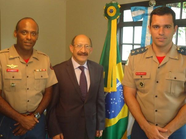 Excelentíssimo Embaixador da República da Guatemala no Brasil, senhor Julio Armando Martini Herrera, Chefe da ASCOP/CBMDF, Major Fábio Moreira Silva - Foto: ASCOP/CBMDF