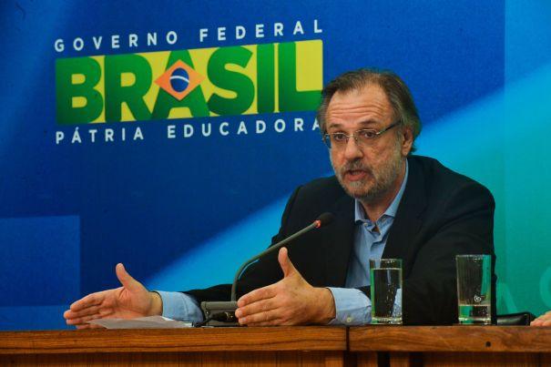 Após protestos realizados em todo o país, os ministro da Secretaria-Geral da Presidência, Miguel Rossetto, faz pronunciamento - Foto: José Cruz/ Agência Brasil