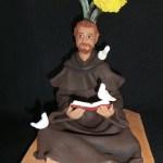 Mostra de artesanato traz exposição de escultura do Santo São Francisco