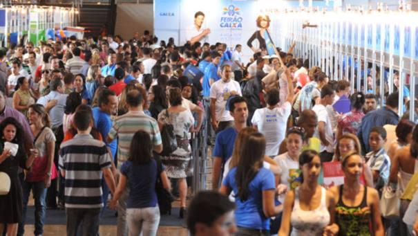 Visitantes do Feirão Caixa da Casa Própria: a Caixa detém quase 70% do crédito imobiliário no país - Foto: Valter Campanato/Abr